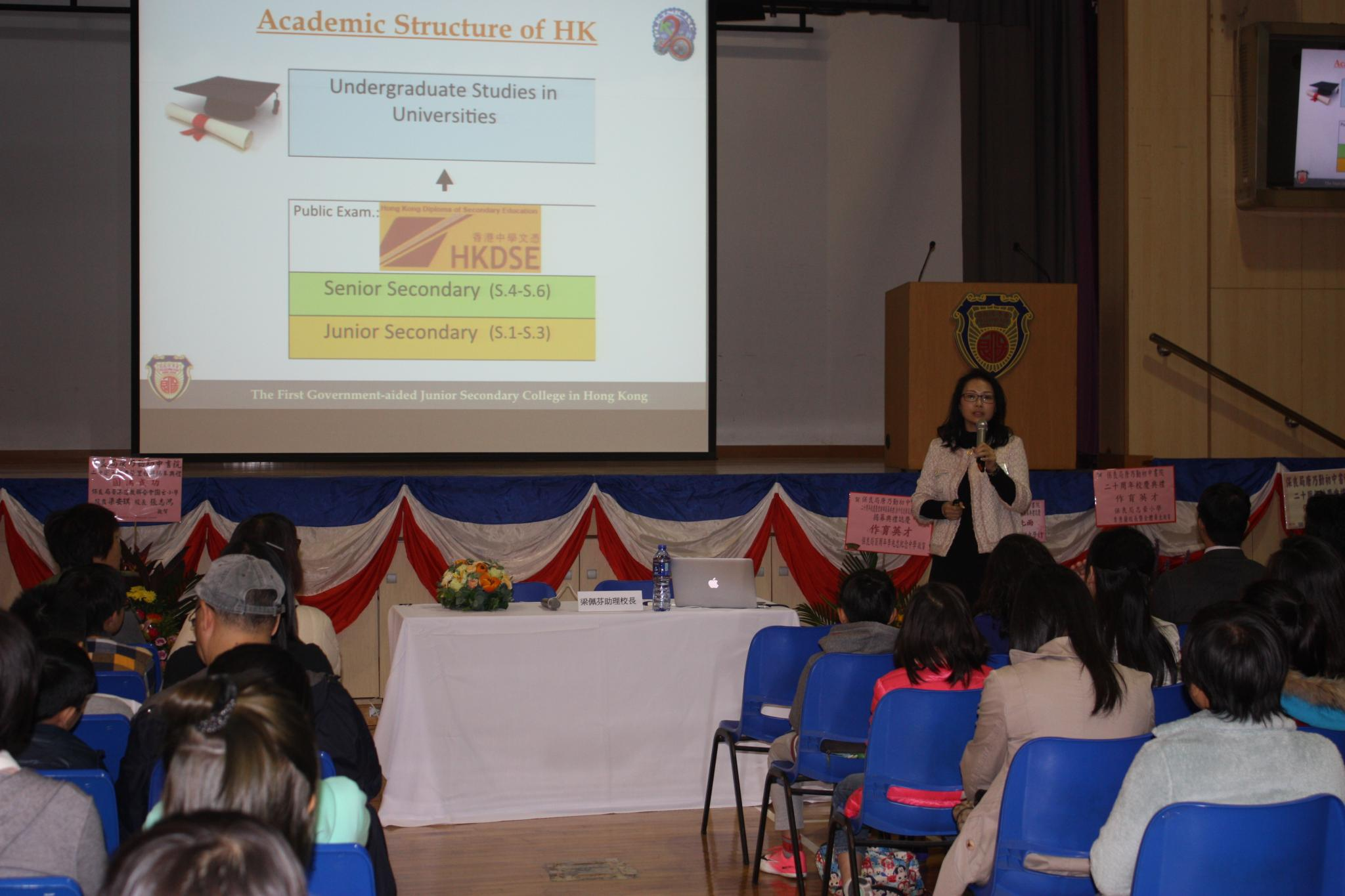Ms Leung Pui Fan, the Assistant Principal of TNK, is introducing the school in the admission talk.