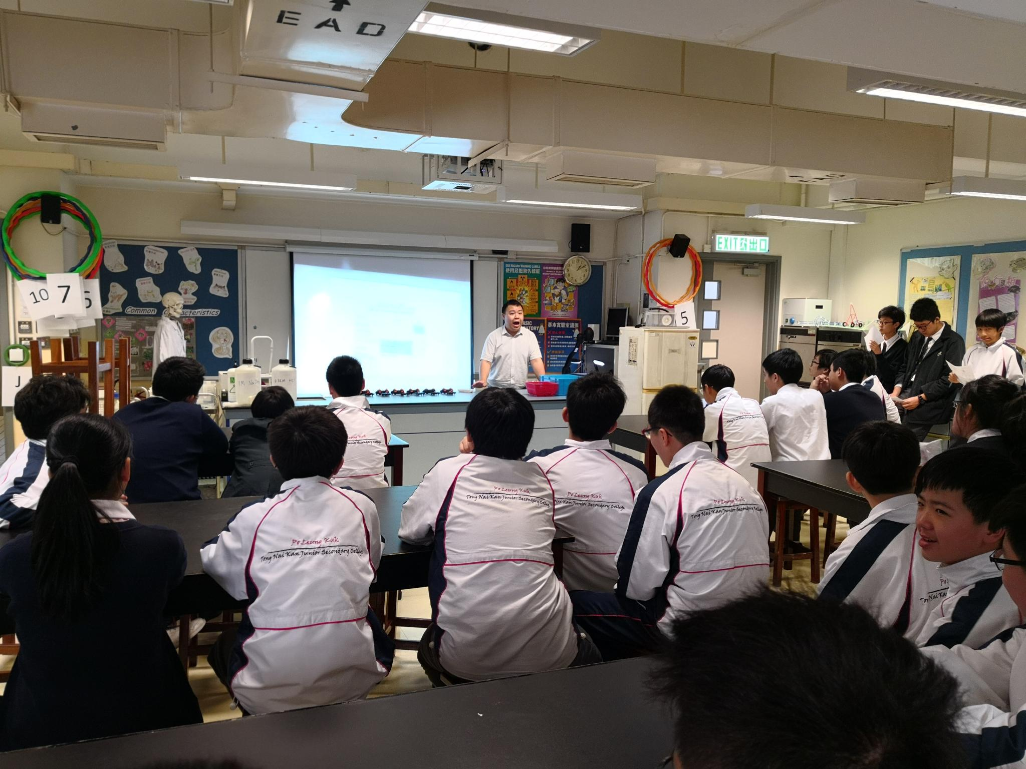 Participants of each class were listening to the instructions in the briefing session.