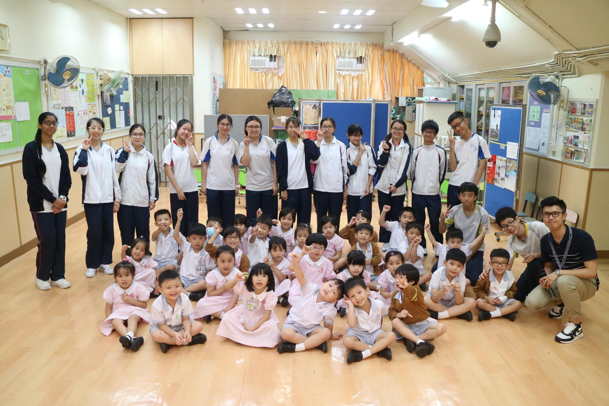 Our students brought happiness to the children in kindergarten.