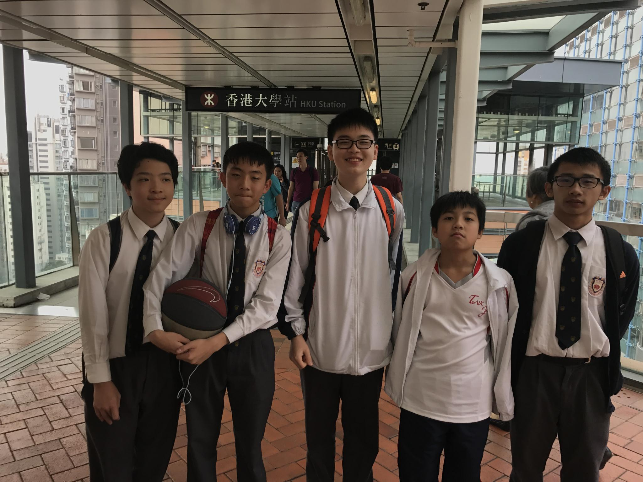 Students arrived the University of Hong Kong for the first time.