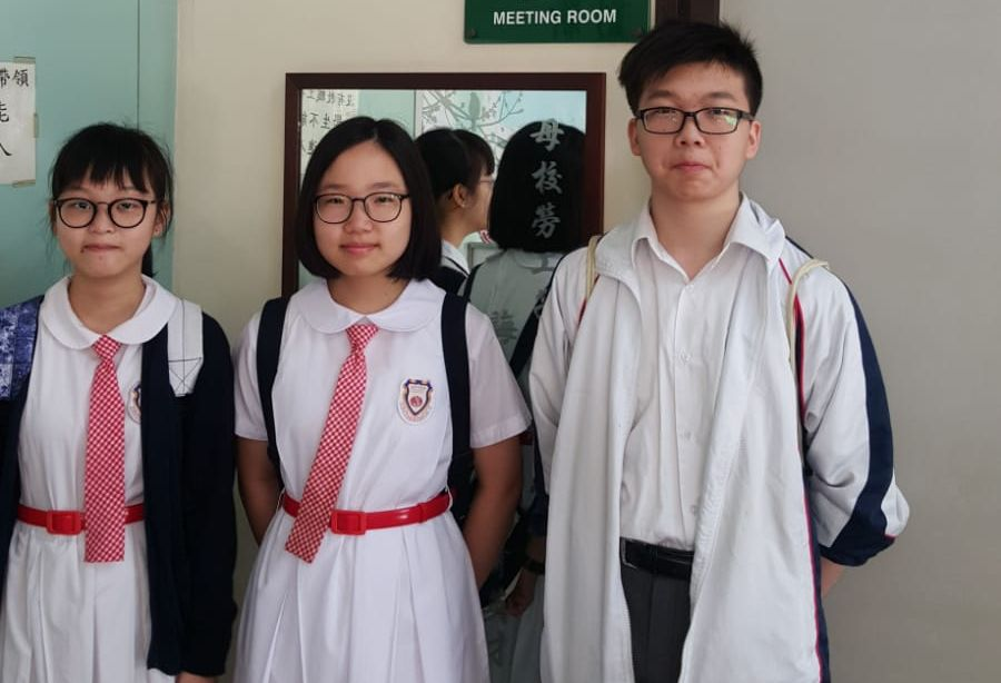 Students took a picture together.