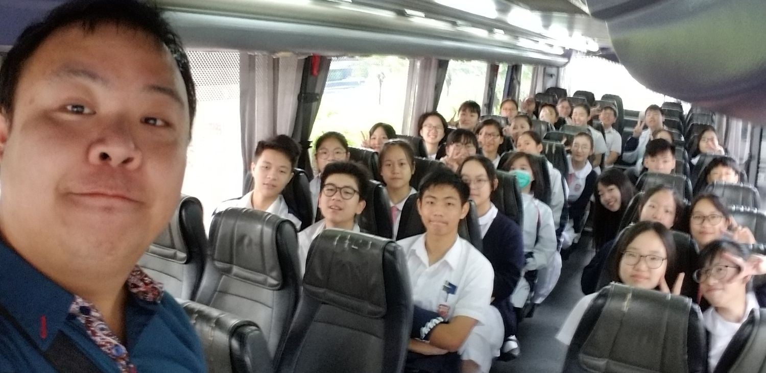 Students were on the way to the forum.