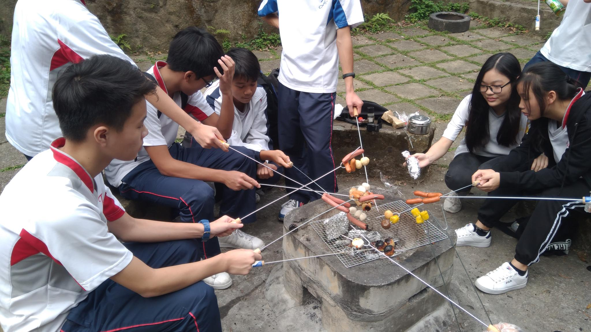 Students enjoyed their barbecue.