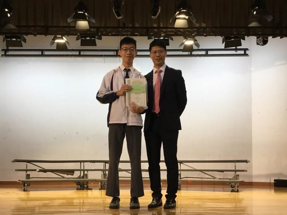 Tsoi Yat San from class 3B was awarded the First Position in S.3 by the Principal.