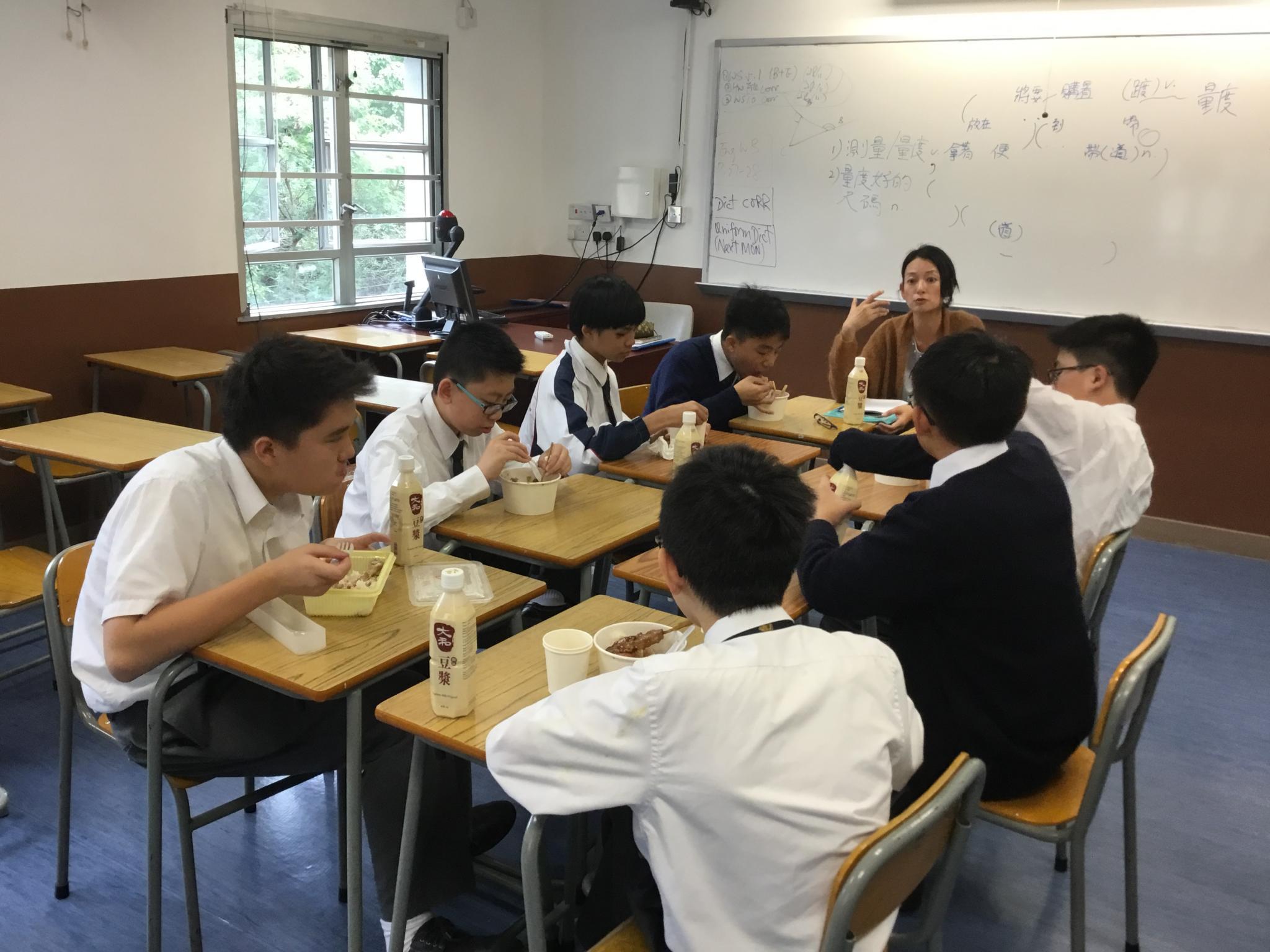 Ms. Siu is meeting Ralph Leung, Jack Wu, Jacky Tso, Alex Wong, Manson Tse, Ronnie Luk and Scott Wong of 2E.