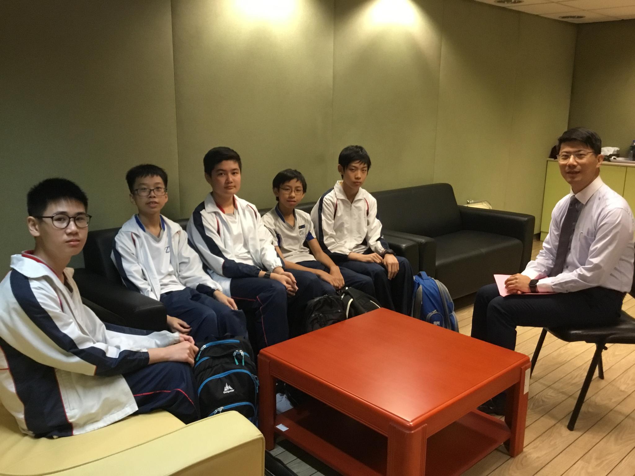 Principal Wong is meeting with 3E students (Pak Him Chan, Yip Long Cheuk, Kit Cheung, Ka Kin Chiu and Chuen Hei Fu)