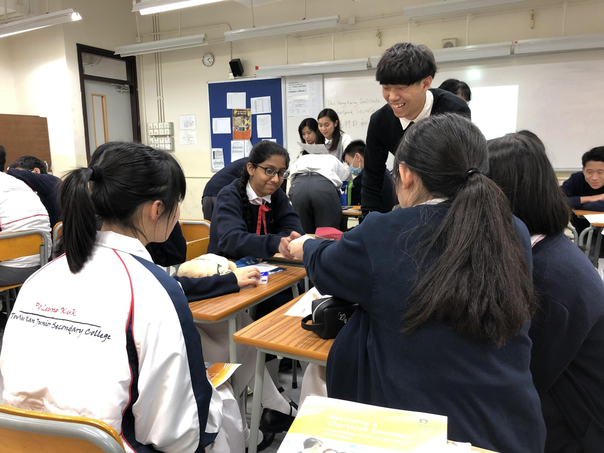 Student leaders from HKUST led our students to play an interactive game.