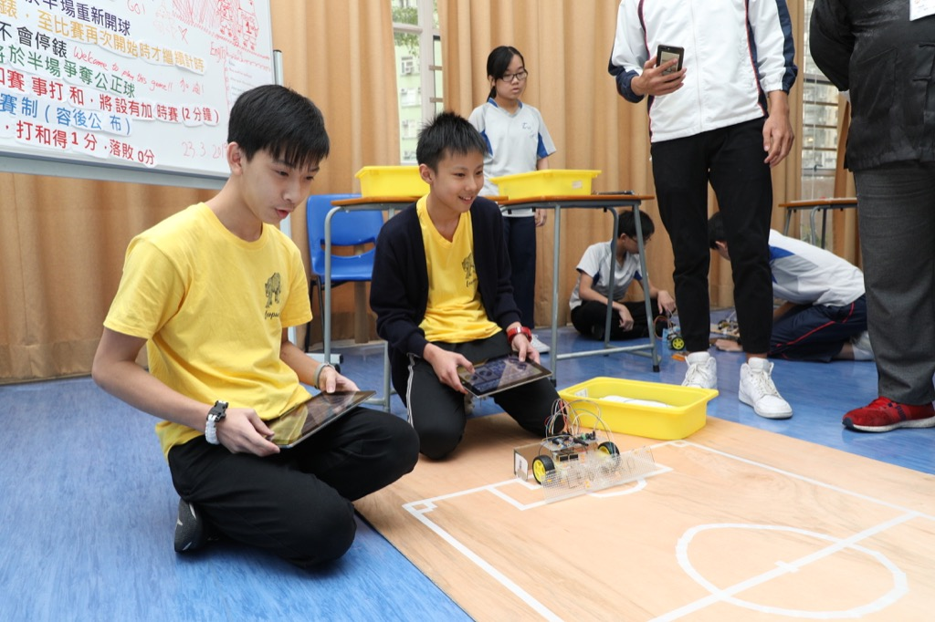 Student were very excited during the House Robotic Football Competition.