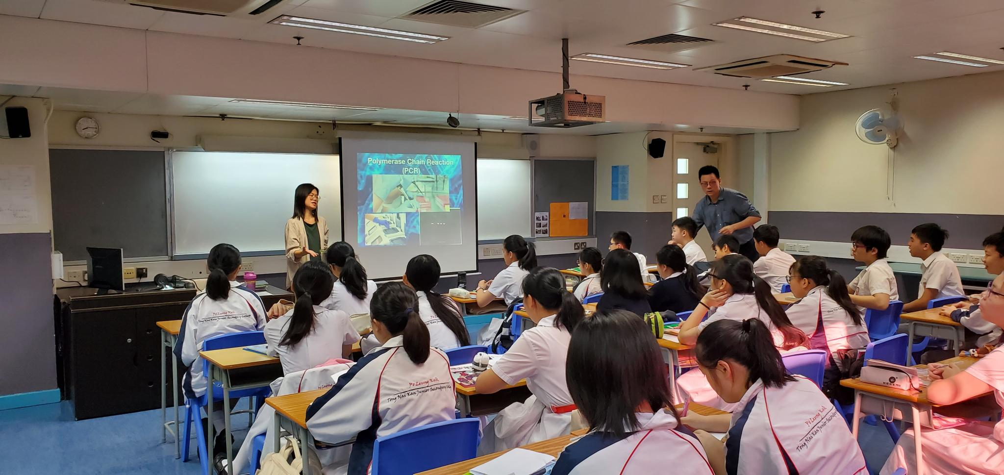 Dr. CHAN is introducing PCR technique to students.